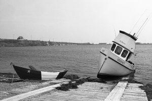 Havre-Aubert, Îles-de-la-Madeleine. Les Acadiens par François Carl Duguay chez La Ligne à Harde